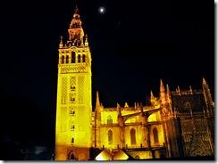 La Giralda y la luna en Sevilla y yo sin trípode.