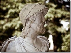 Pericles, una estatua escondida de un jardín. Efecto vintage.