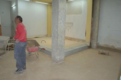 Terminado de colocar el gres y el mármol del altar.