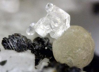 kamphaugita (Y)(?) y Calcita-Kamphaugite (Y) (?) & calcite
