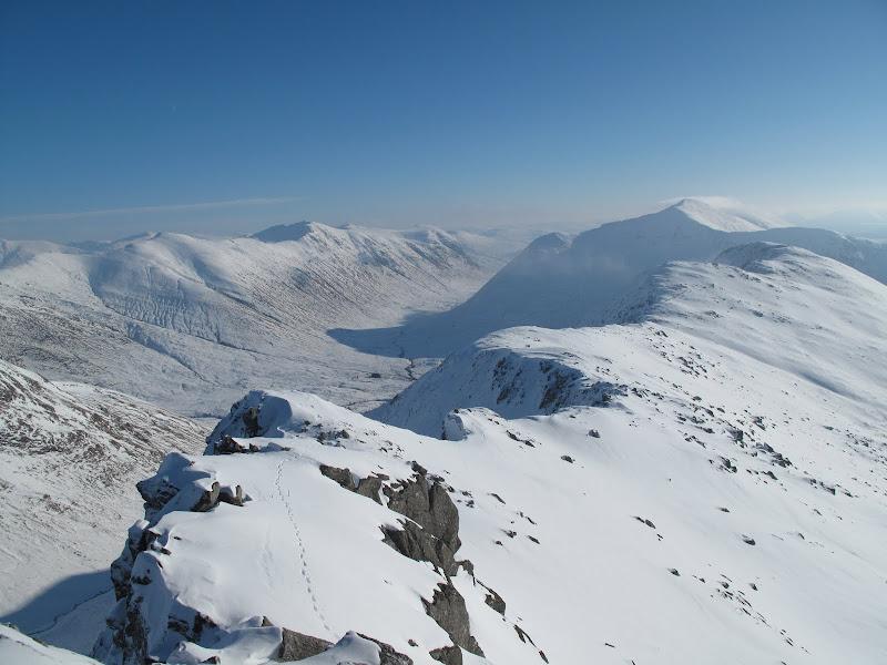 back along ridge to sgurr coire nan eiricheallach with glen quoich below