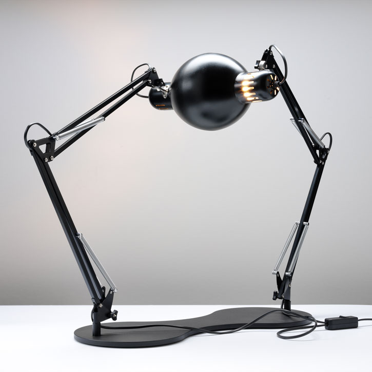 Self reflecting lamp by Oliver Schick