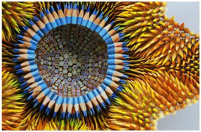 escultura con lápices de colores