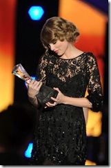 "-2Taylor Swift – ""Artists of the Year 2010″ Awards"