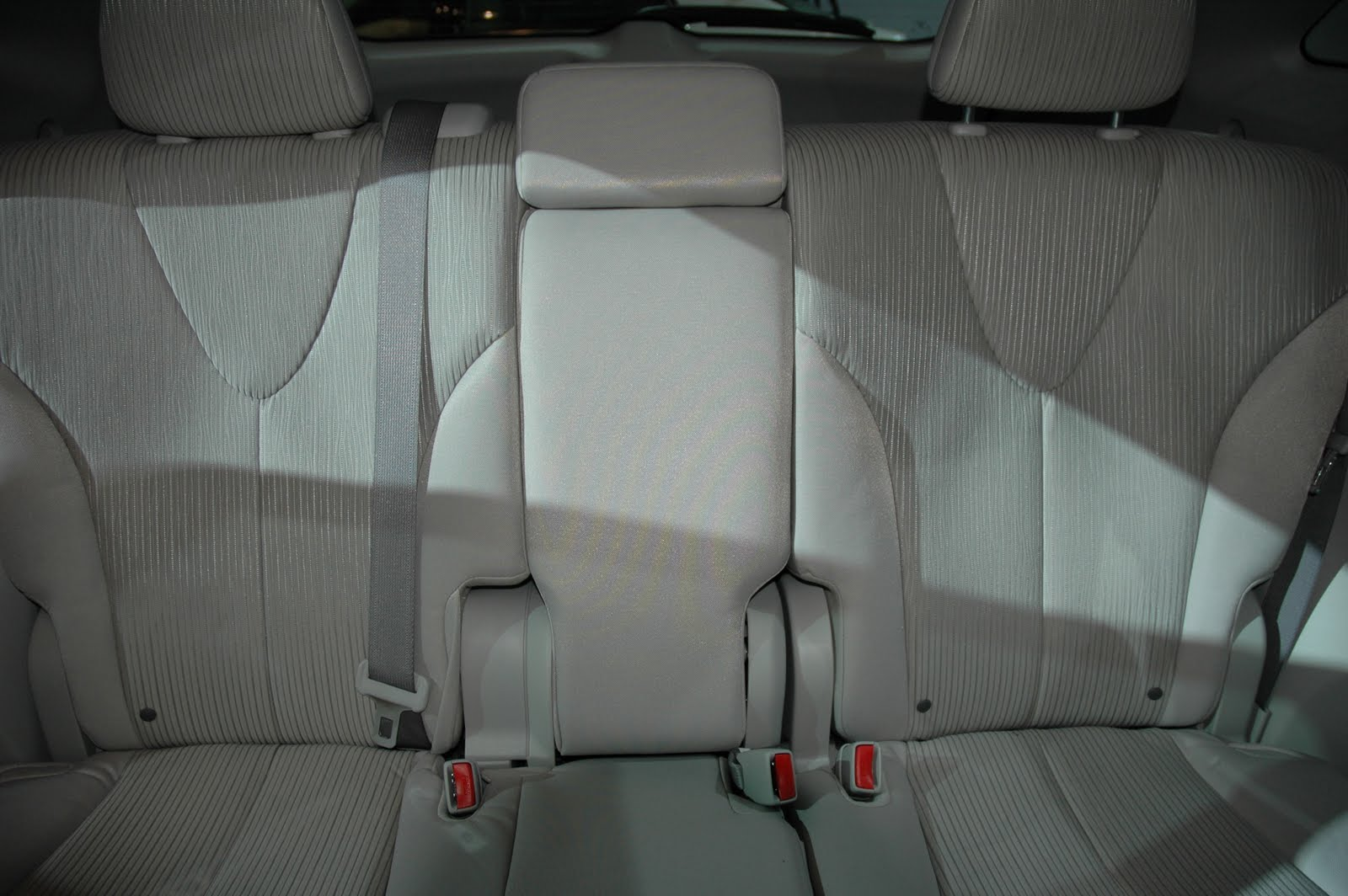 Is that a center seat or just one big hinge with a little bit of fabric cushioning