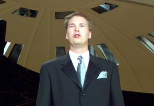 Tyler Duncan performing in the final concert of the 2001 Franz-Schubert-Institut in Baden bei Wien, Austria