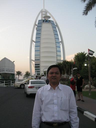 Di depan Burj Al Arab