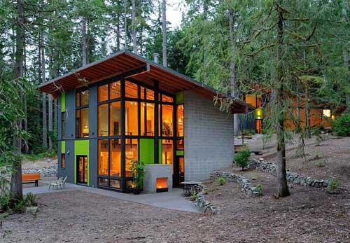 ... coba bandingkan dengan rumah rumah sebelahnya yang tidak minimalis