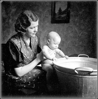 woman & baby by tub [640x480]_thumb[4]