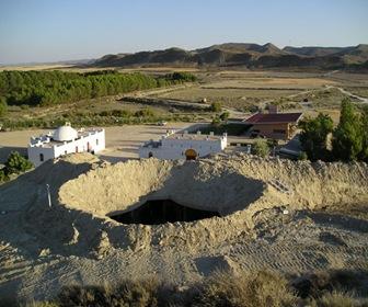 Crater exterior hotel cueva