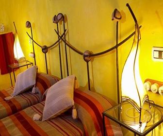 habitacion amarilla  hotel cueva