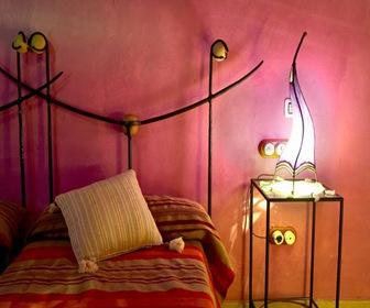 habitacion rosa Fucsia hotel cueva