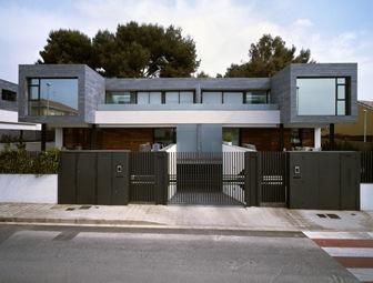 6 casas adosadas con fachada minimalista for Fertigteilhaus container