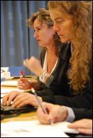 Geconcentreerde gezichten. Li Jacqueline Slats (NA), re Ulla Bogvad Kejser (KB DK)