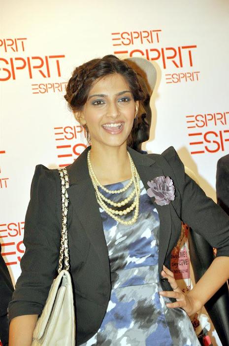 sonam kapoor launch esprit store