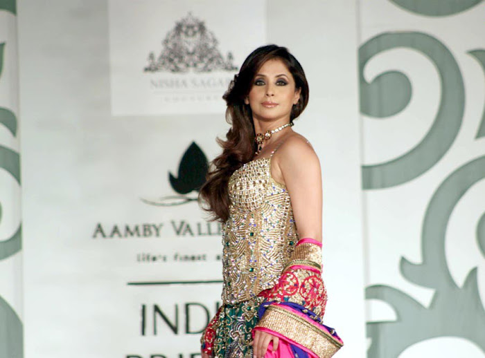urmila matondkar rfor bridal fashion week hot images
