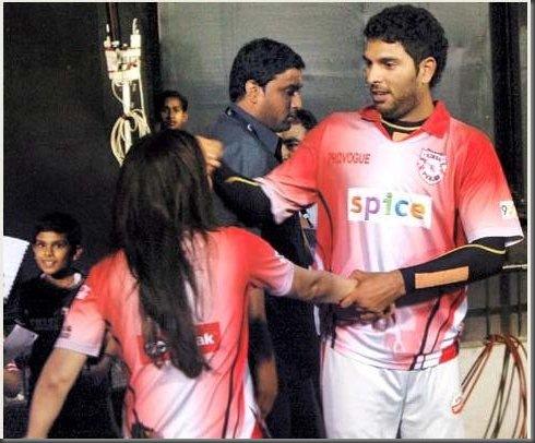 Preity Zinta Kissing Yuvraj Singh in Public