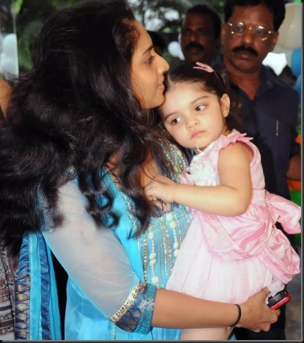 anoushka-ajith-kumar-shalini-latest-photos-03