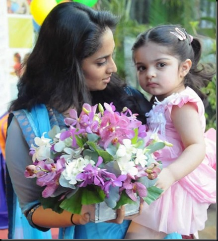 anoushka-ajith-kumar-shalini-latest-photos-08