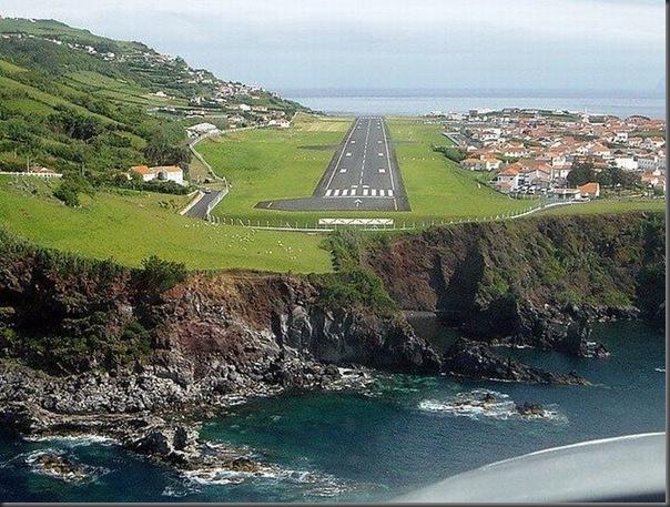 Vista aérea de pistas de aeroportos (5)