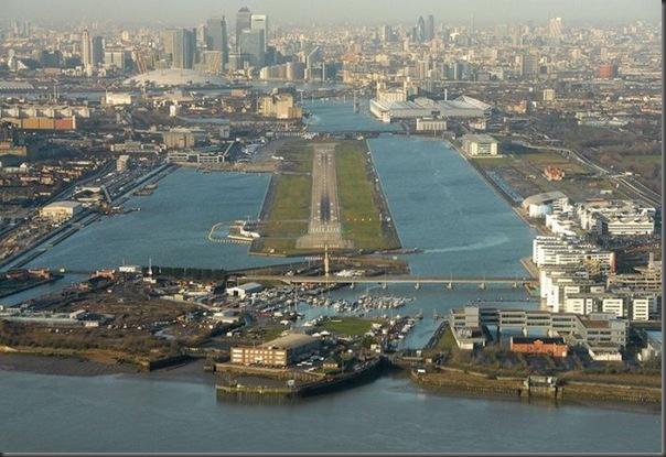 Vista aérea de pistas de aeroportos (21)