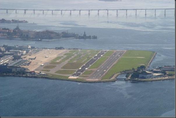 Vista aérea de pistas de aeroportos (17)