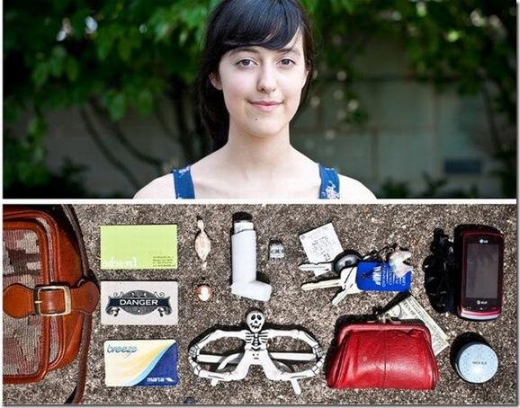 O que as pessoas carregam em suas bolsas durante o dia-a-dia (16)
