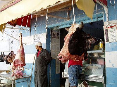 お店のカオは牛の顔-チュニジア