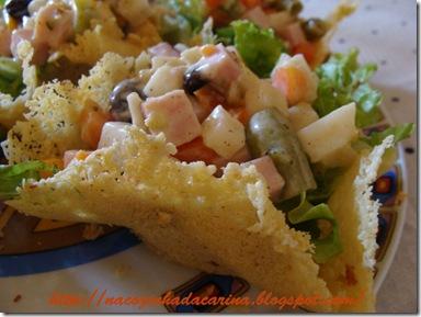 cestinha-de-parmesão-com-salada-agridoce