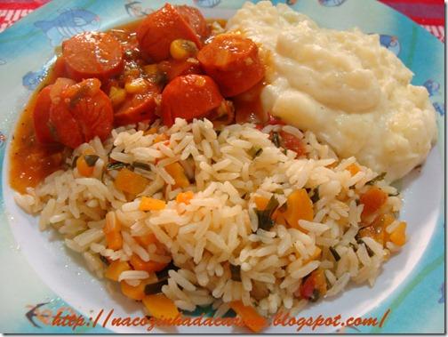 salsicha-ao-molho-e-purê-de-batatas