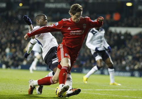 Sebastien Bassong tackles Fernando Torres, Tottenham Hotspur - Liverpool