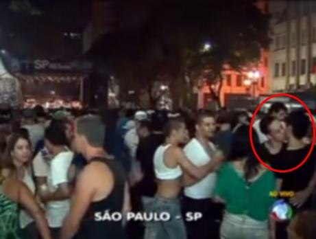 Jornal da Record exibe beijo gay ao vivo
