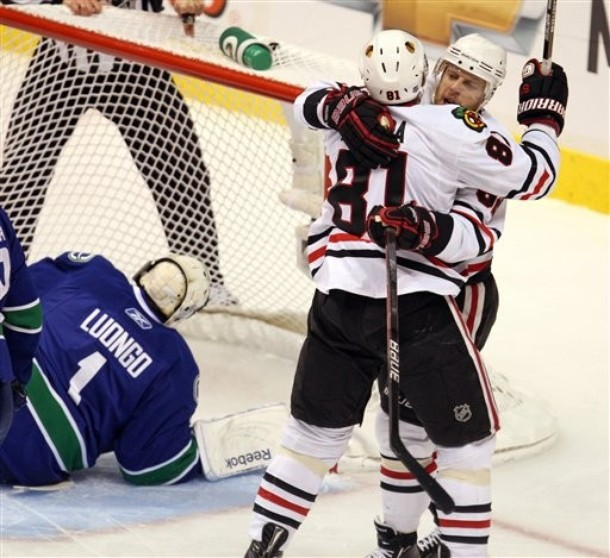 canucks_blackhawks_game3_1.jpg