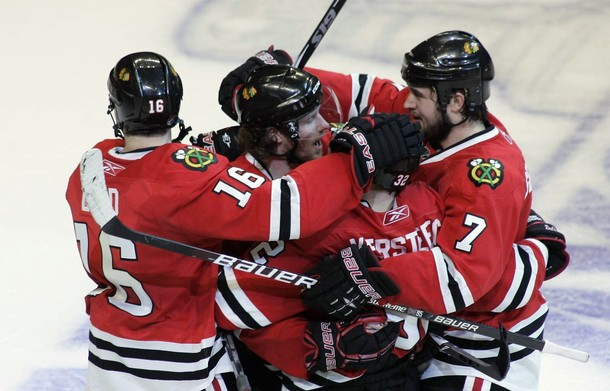 canucks_blackhawks_game2_4.jpg