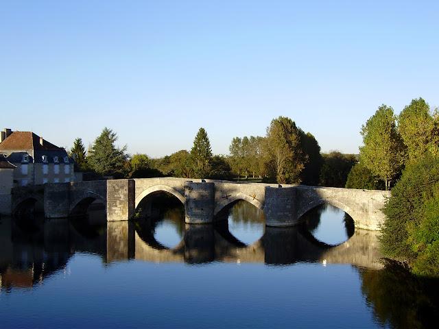 Pont fortifié Pont%20St-Savin%20%282%29