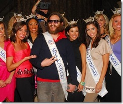 joaquin-phoenix-and-miss-america-contestants