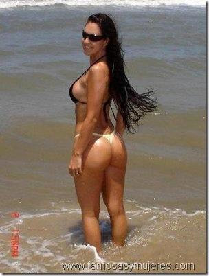 chicas cuerponas playa