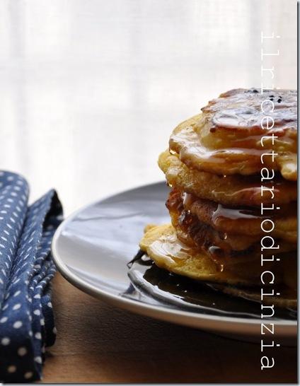 Pancake ai mirtilli con sciroppo d'ananas