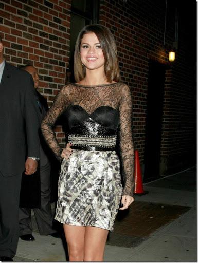 http://lh4.ggpht.com/_mlVjY0Inoxk/TazxvlgdWGI/AAAAAAAABA8/1yReuImS2t4/six_ways_to_wear_a_skirt_thumb%5B1%5D.jpg
