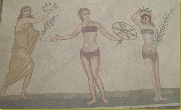 Ragazze in bikini Villa del Casale