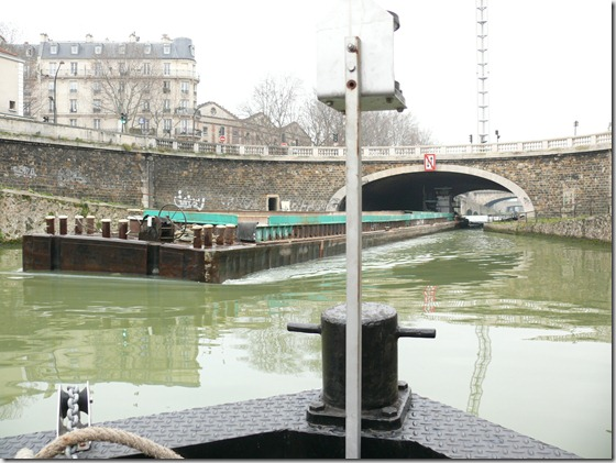 Canal_Saint-Denis_-_Barge_de_fret