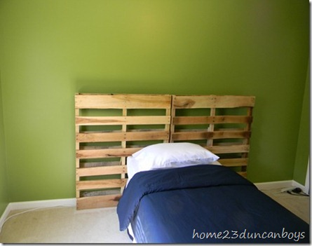 shipping palett headboard