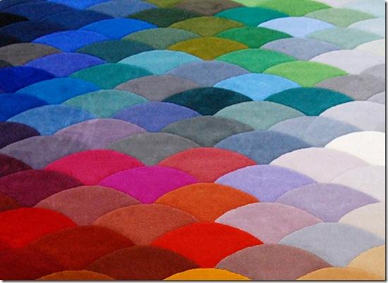 Casa de Valentina - via Design Milk - tapete colorido dos portugueses da Piodao Group - Pixel Rug