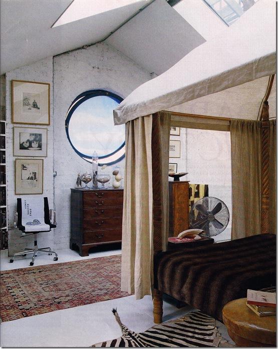 Comprar móveis - via Elle Decor - quarto com clarabóia e pé direito alto
