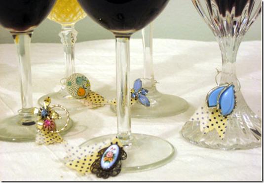 Argolas de copos feitas com material de vinho (1)