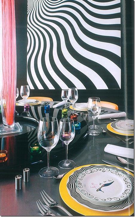 Mesa colorida sem jogo americano nem toalha - Foto Architectural Digest