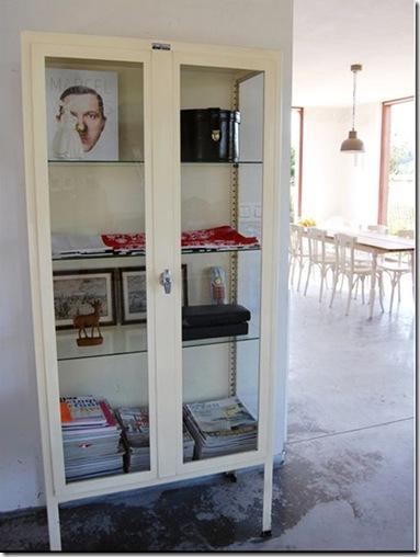 Casa de Valentina - via Decor8 - móvel de farmácia