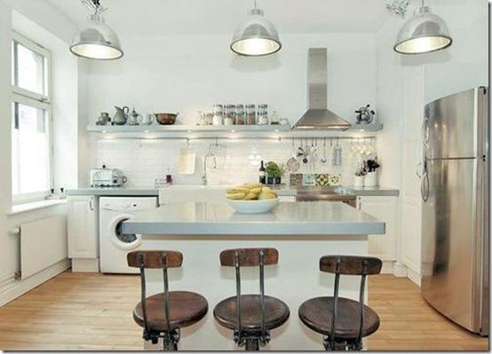 casa de valentina - via Home Sweet Home - cozinha aberta com bancos vintage