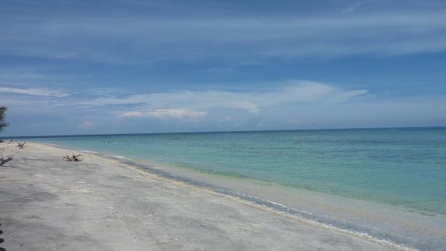 A deserted beach, Gili Trawangan