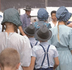 Mennonite Children from Ephrata, Pennsylvania, USA by Wim Mulder on Flickr [photo licensed under Creative Commons]